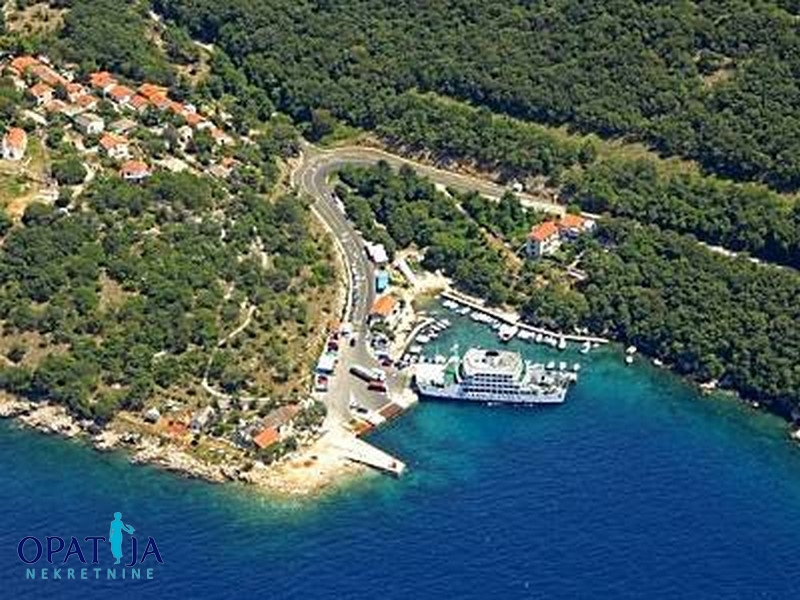 ISLAND OF CRES - BUILDING LAND ONLY 100M FROM THE SEA!!!