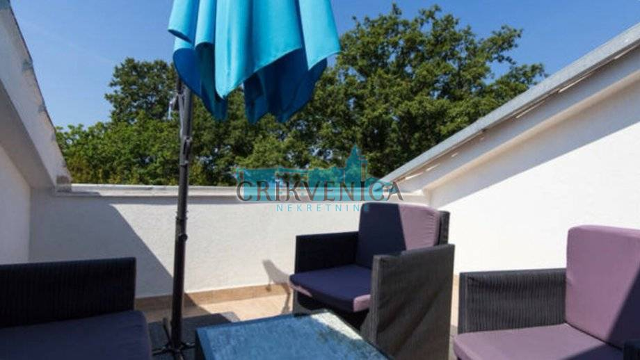 Otok Krk, Njivice, apartman prvi red do mora